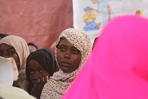 Des femmes apprennent leurs droits dans une madrasa de la région du lac Tchad. © UNFPA Tchad/Théodore Somda