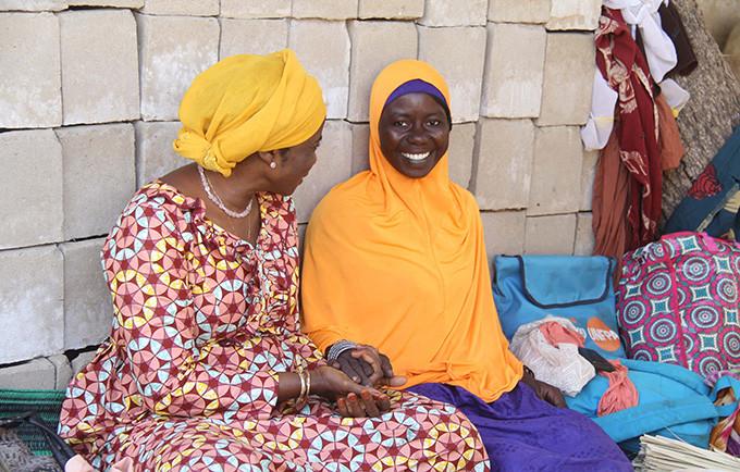 Halima, aujourd'hui âgée de 19 ans, est une parajuriste qui aide les femmes et les filles. © UNFPA Tchad / Théodore Somda