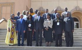 PHOTO DE FAMILLE AUTOUR DE MONSIEUR MABINGUE NGOM